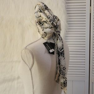 Bebe, Headscarf